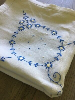 """Vintage Linen Tablecloth With Beautiful Hand Embroidered Flowers  - Wedding-49"""""""