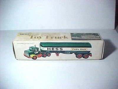 1977 Hess oil tanker truck with original box, inserts & battery card