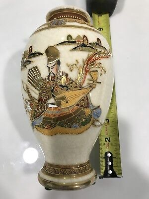 Antique Japanese Porcelain Vase Gold Painting. Very beautiful.