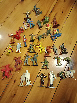 Vintage Lot Of Unbranded Plastic Toy Soldiers