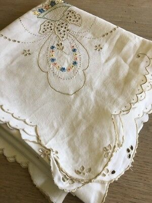 """Pretty Vintage Linen Embroidered Table Cloth 50"""" - Wedding"""