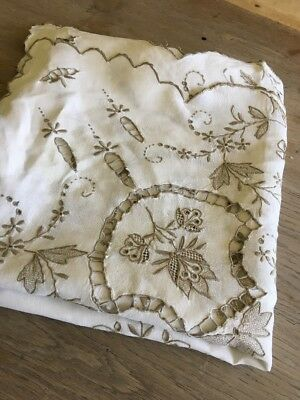"""Pretty Vintage Linen Embroidered Table Cloth 48"""" - Wedding - Madeira"""