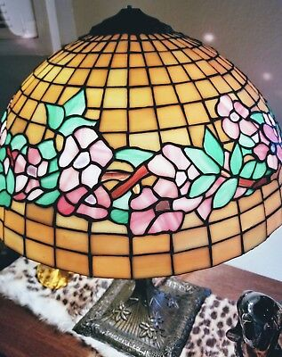 ANTIQUE CHICAGO MOSAIC Stained Glass Lamp w/ Floral Design c. 1915 LEADED