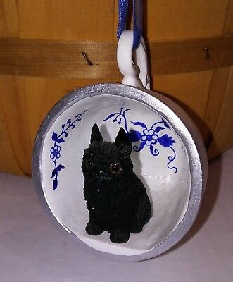 """Victorian Trading Co 2"""" Black Brussels Grffon Blue Onion Floral Teacup Ornament"""