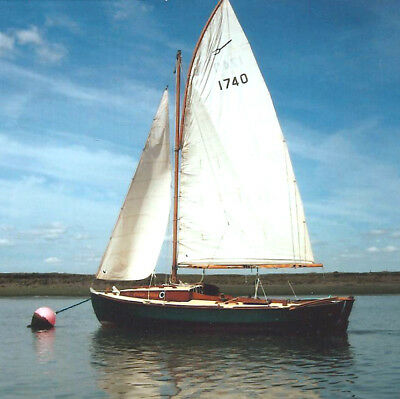 Peterboat 6 metre, Classic wooden sailing boat - 2 berth cabin, Lovely condition