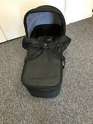 Mountain Buggy Duet Legacy Carrycot Black Brand New - Perfect Condition