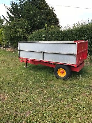 Tipping Trailer  excellent condition, metal floor
