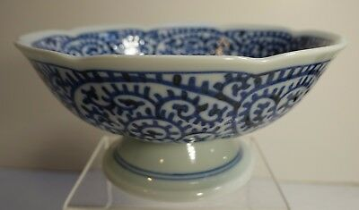 pb10 FOOTED JAPANESE PORCELAIN BLUE AND WHITE BOWL