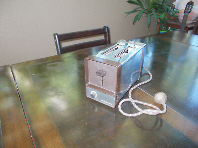 Vintage General Electric 2 slice toaster - working - post or free pick up