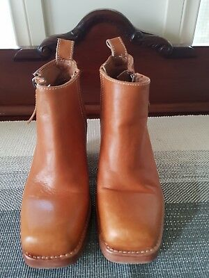 Womans Tan Leather Boots.Made in Italy. Size 36.Very good preloved condition.