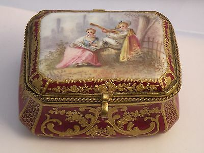 Cp ANTIQUE 19thC GILT AND HAND PAINTED PORCELAIN SNUFF PATCH BOX, damaged