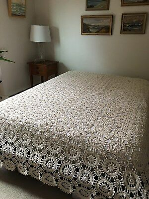 Vintage cotton hand crocheted bed coverlet 8'8'' x 6'10'' pin wheels