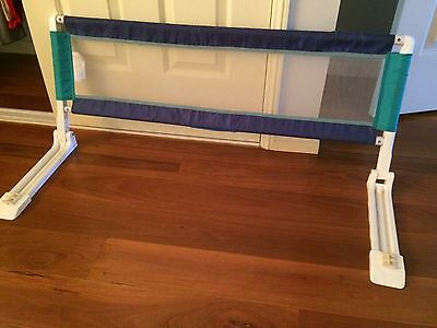 Baby swallow folding bed barrier