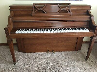 Steinway & Sonsconsole upright piano