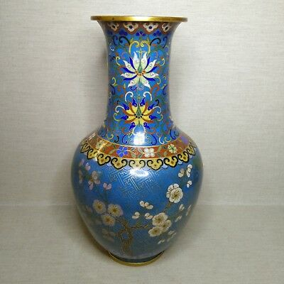 Antique Chinese  cloisonne vase. 19th century. Very beautiful.