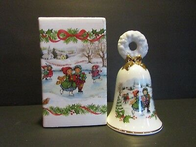 AVON Christmas Bell 1986~CHILDREN ICE SKATING~Porcelain~Winter Scene~5""
