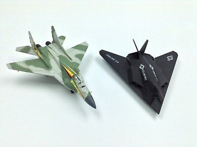 Mig-29 NVA, F-117 Stealth Fighter Ertl Force One Diecast Militär Flugzeug