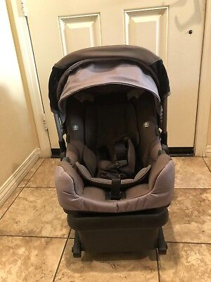 Nuna pipa car seat great condition - Includes base and newborn's insider