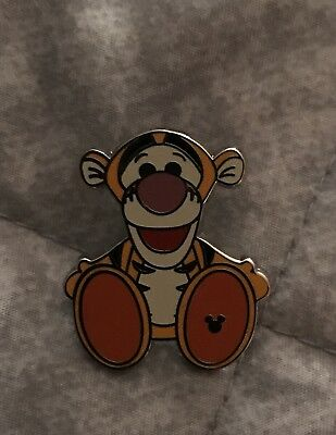 Disney Pin WDW 2018 Cast Lanyard Hidden Mickey Collection Plush Big Foot Tigger