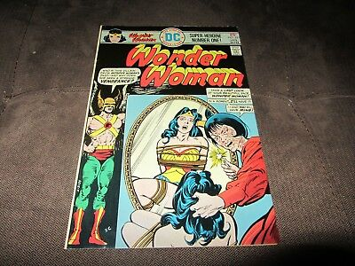Wonder Woman 221 VF 8.0, Bondage Cover! (Dc 1975) Strict Grading