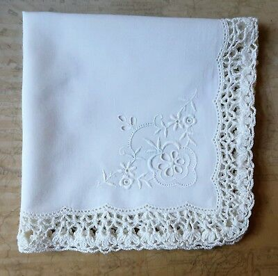 Immaculate Vintage 1970s Lace Edged Hand Embroidered White Cotton Handkerchief