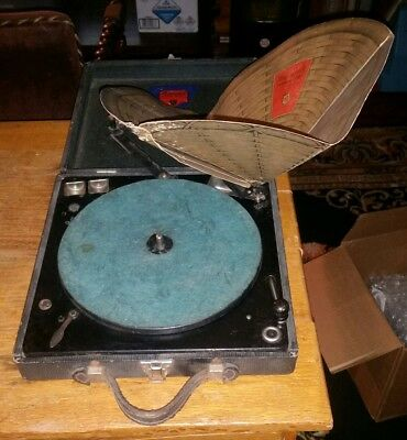 1920s Vintage Brunswick PARISIAN Portable Record Player-Fold Up Paper Cone-Works