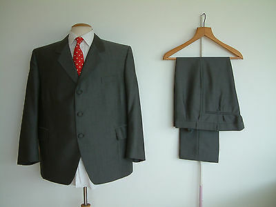 """BESPOKE SUIT...2 PIECE..MOLD & RUSSELL TAILORS..48"""" x 42""""..CLOTH MATCHED BUTTONS"""