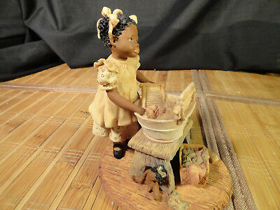 """1991 MISS MARTHA'S COLLECTION """"PATSY"""" MARTHA HOLCOMBE FIGURINE """"Clean Clothes.."""""""