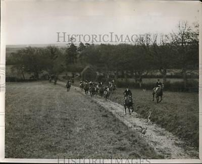 1930 Press Photo Meet of The Louth Foxhounds at Mooretown, Near Ardee Ireland
