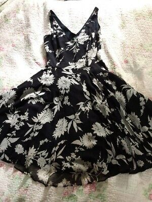 Beautiful HOBBS LONDON Pure Silk Black/ White Floaty Floral Dress-sz 8 VGC