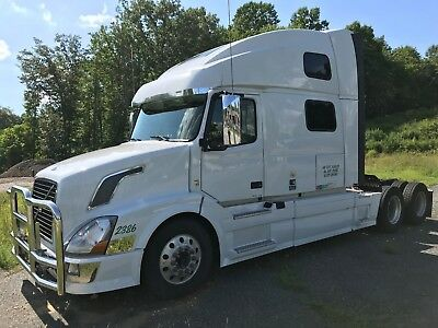2015 Volvo VNL 780 Tractor, D13 Engine and I-Shift Automated Manual Transmission