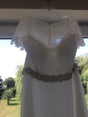 Wedding Dress  Size 18 Immaculate - A Line