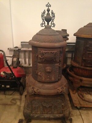 "Palace ""Round"" Oak Woodstove parlor Stove With Finial"