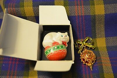 Vtg 1992 Musical Cuddly Kitty Xmas Avon Pin(Never Used)&Bright Ornament w/Bow