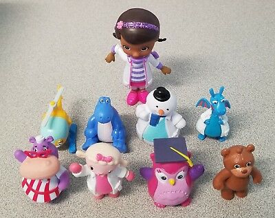 Nice Disney Store Collection Of 28 Figures - Mickey, Doc McStuffins, Tsum Tsums