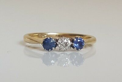 18ct solid gold ring with Diamond & Sapphire 2.21g size N  -  6 1/2