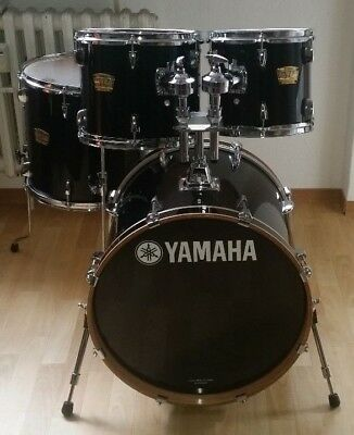 "Yamaha YD Black  20"" 10"" 12"" 14"" Shell Set inkl. Doppeltom Holder"