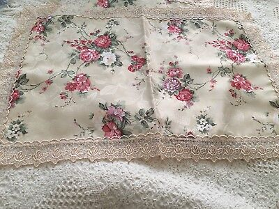 Rose Pattern Place Mats Trimmed In Beautiful Lace Set Of 4 Brand New