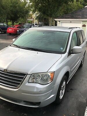 2010 Chrysler Town & Country  2010 Chrysler Town and Country clean title clean car fax FL car