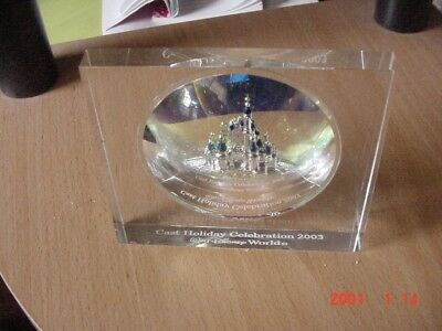 "A  ""Walt Disney World"" Cast Holiday 2003 Celebration AWARD-Rare andPerfect Cond."