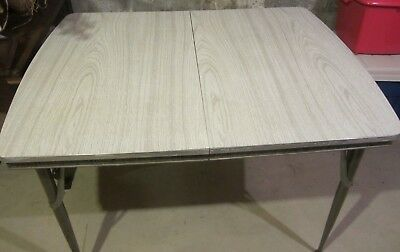 VINTAGE 1950s FORMICA KITCHEN TABLE WITH 1 BOARD