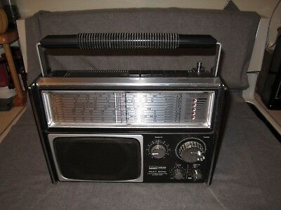 Vintage 1960's Montgomery Ward Airline Gen 1479 A Multi 5 Band Radio Works Great