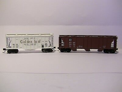 N Scale - 2 Covered hoppers - ATSF 50' and GOLDEN LOAF FLOUR with MTL couplings