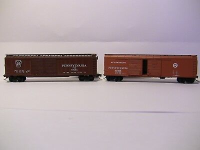 N Scale - 2 x PENNSY 50' boxcars (1 is round roofed) with MTL couplings