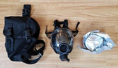 US Military Black Gas Mask 10006233 ----- 09 MSA 5073 M2C8 - Bag, and canister