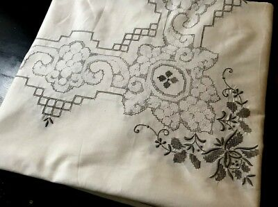 Old VTG Tablecloth11 Napkins Delicate Hand Embroidery, Drownwork, Pulled Thread