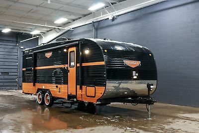 New Riverside Throwback 827R Toy Hauler Perfect For Road Bikes And Other Toys