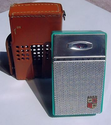 Vtg Magnavox Turquoise Transistor Radio Model AM-80 w Leather Case GC