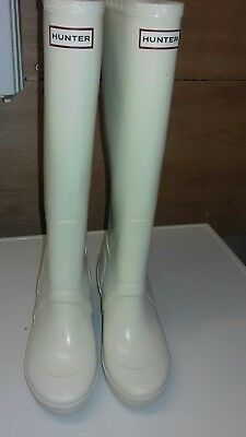 Hunter Wedge Wellies in Cream/White in a UK 3 - Good Condition