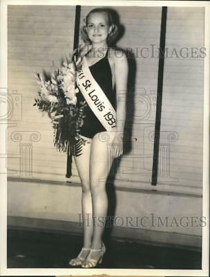 1937 Press Photo Waunetta Bates to represent St. Louis at Bathing Beauty contest